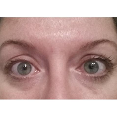Mascara sur mon oeil gauche (à votre droite)